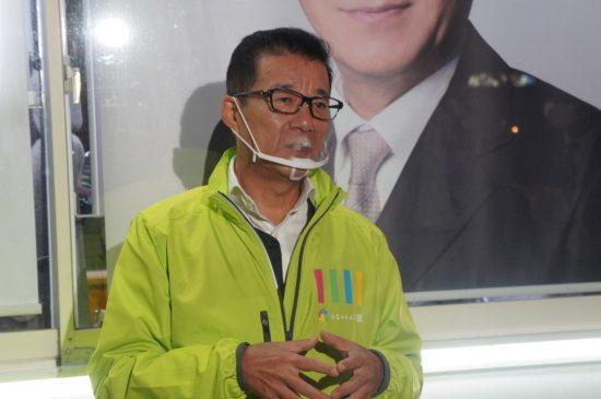 説明会の 後に囲み取材に応じる維新代表の松井一郎市長