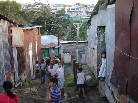 コスタリカの首都近郊にはニカラグア人移民やその子どもなどを中心としたスラムが形成されている