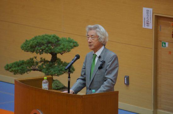 寿都町で講演を行う小泉純一郎元首相
