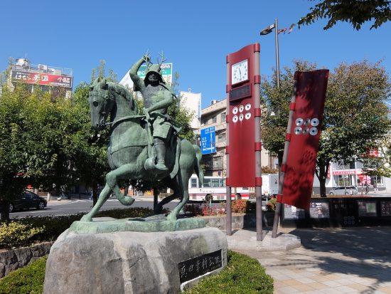 上田駅前の真田幸村騎馬像