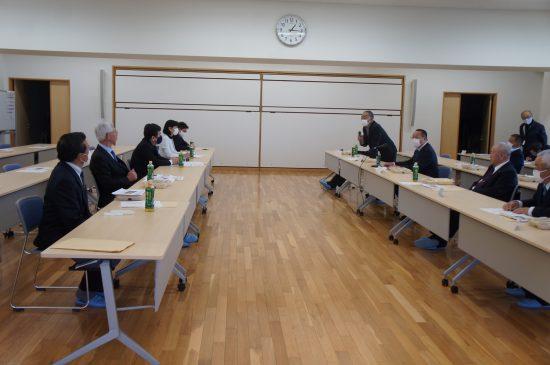 枝野代表(左列中央)は11月15日に相馬双葉漁協を訪問、汚染水の海洋放出問題について意見交換をした