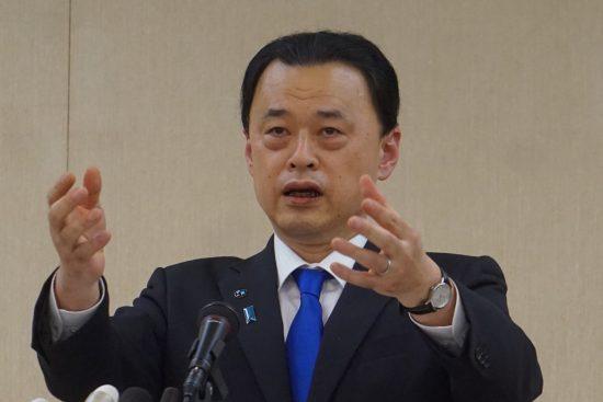 2月25日に上京して厚労省などへの要請活動をした後、記者会見に臨んだ丸山達也・島根県知事