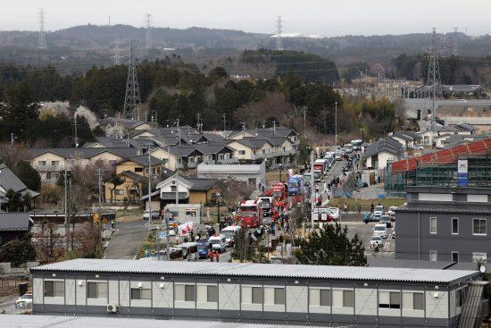 五輪スポンサーの車ばかりが目立つ聖火リレーの車列
