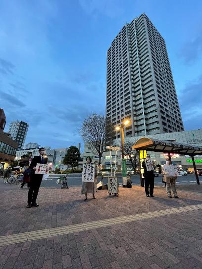 19日、石神井公園駅前で行われた地元市民団体によるリレースピーチ