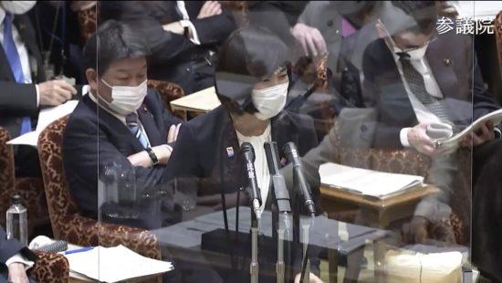 不敵に笑う丸川国務大臣