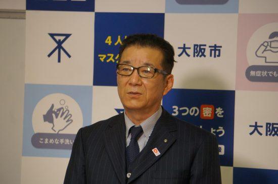 一元化条例可決の直後、囲み取材に応じる松井一郎・大阪市長(日本維新の会代表)